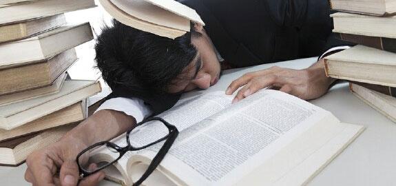 businessman-overwhelmed-sleep-panoramic_23076